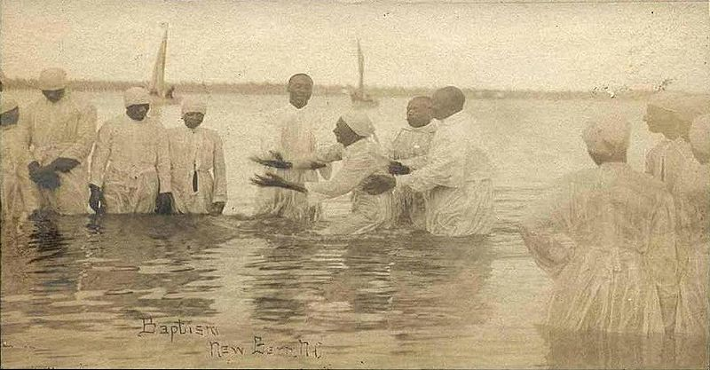 800px-River_baptism_in_New_Bern